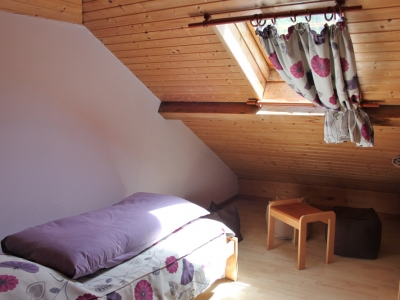 chambre-1-jonquille-cote-velux.jpg